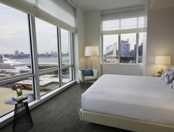 New York City hotels with river view