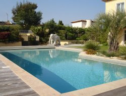 Grimaud hotels with swimming pool