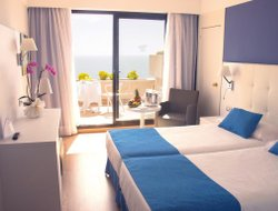 Top-6 hotels in the center of Costa Teguise