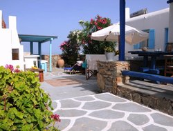 Pets-friendly hotels in Tourlos