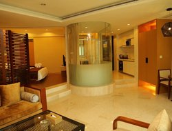 Yingzhou hotels with swimming pool