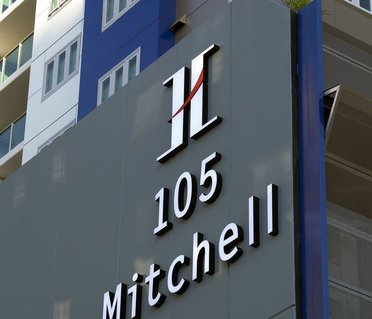 H on Mitchell Apartment Hotel