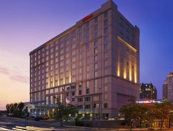 Providence hotels with restaurants