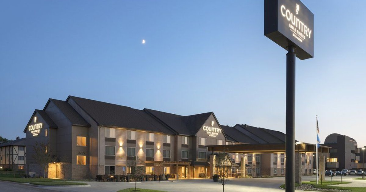 Country Inn & Suites by Radisson, St. Cloud West, MN