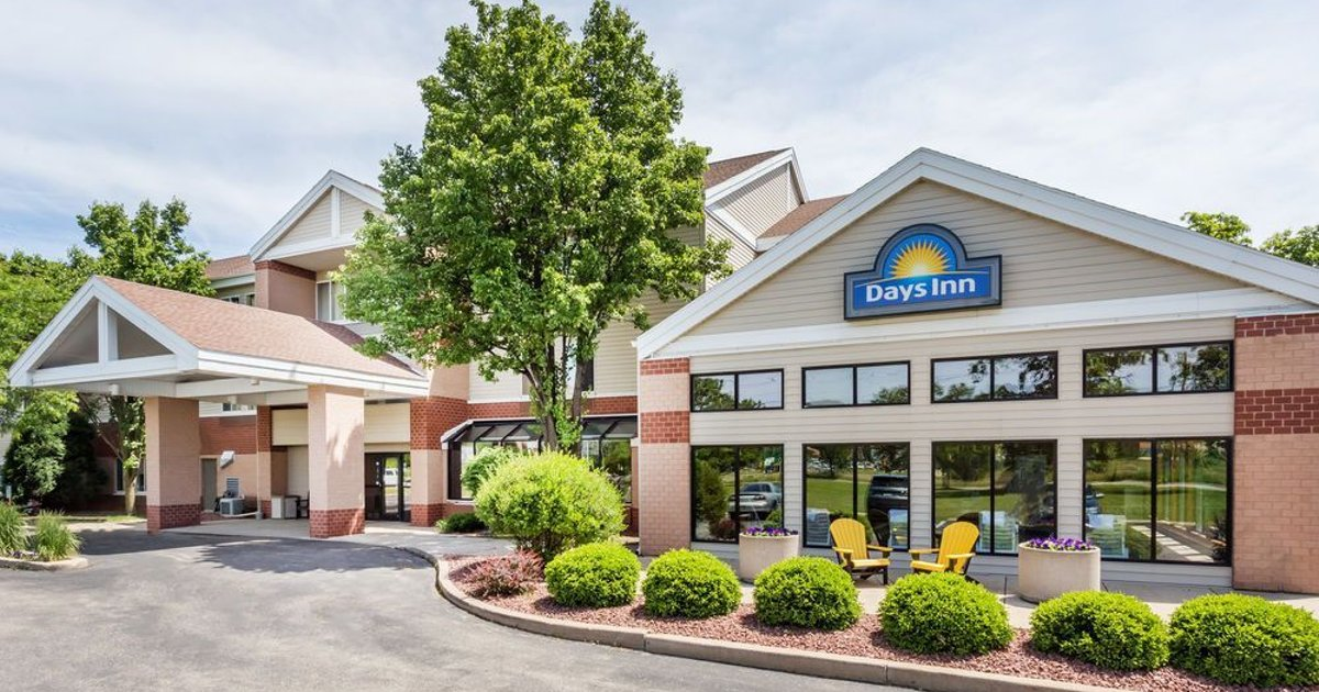 Days Inn & Suites Madison South/ Monona