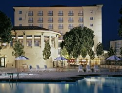 Los Altos hotels with swimming pool