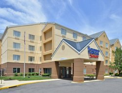 Mount Laurel hotels with restaurants