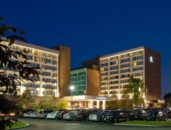 Top-4 hotels in the center of Northbrook