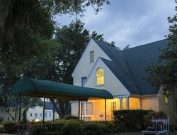 Mount Dora hotels with swimming pool