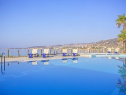 Top-4 hotels in the center of Golden Beach