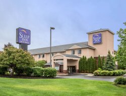 Glens Falls hotels with swimming pool