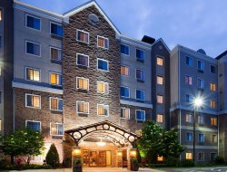 Bloomington hotels with restaurants