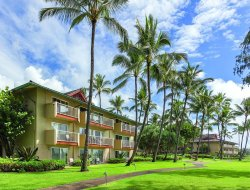 Kapaa hotels with swimming pool