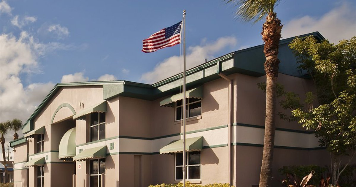 Super 8 Kissimmee Suites