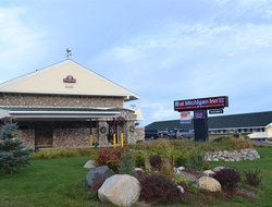 Petoskey hotels with restaurants