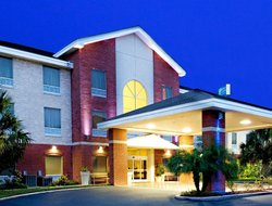 Weslaco hotels with swimming pool