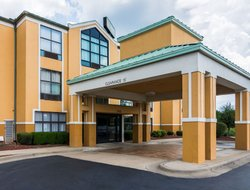 Maumelle hotels with swimming pool