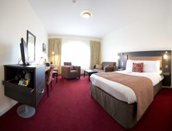 Derry hotels with restaurants