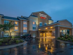 Hinesville hotels with swimming pool
