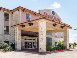 Pets-friendly hotels in Granbury
