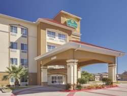 Corsicana hotels with swimming pool