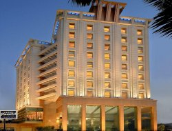 Malad hotels with restaurants