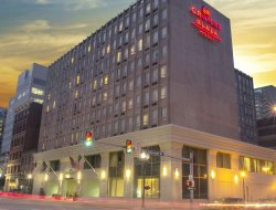 Harrisburg hotels with restaurants