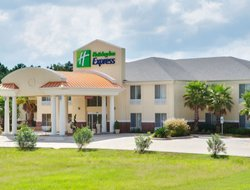 Leesville hotels with swimming pool