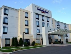 Top-10 hotels in the center of Windsor Locks