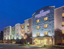 Sandston hotels for families with children