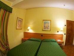 Lucca hotels with restaurants