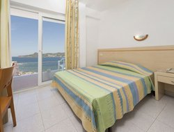 Pets-friendly hotels in Cala d'en Bou