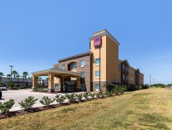 Pearland hotels with restaurants