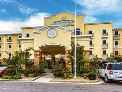 Opelousas hotels with restaurants