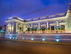 Merida hotels with restaurants