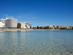 Cala Morlanda hotels with restaurants