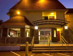 Pets-friendly hotels in Elk Grove
