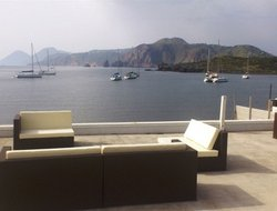 Vulcano Porto hotels with restaurants