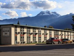 Revelstoke hotels with restaurants