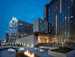 Austin hotels with restaurants