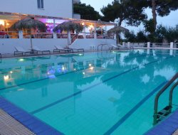 Tigaki hotels with sea view