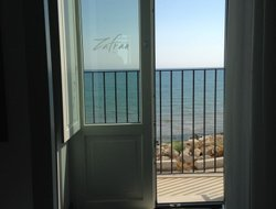 Donnalucata hotels with sea view