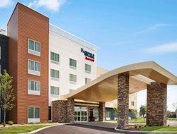 Fairlawn hotels with swimming pool