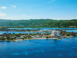 Montego Bay hotels with swimming pool