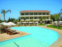 Ayia Napa hotels with restaurants