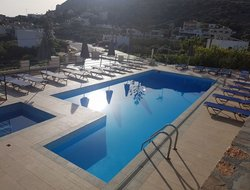 Istro hotels with swimming pool