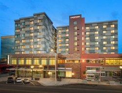 Everett hotels with restaurants