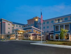 St. Clairsville hotels with restaurants
