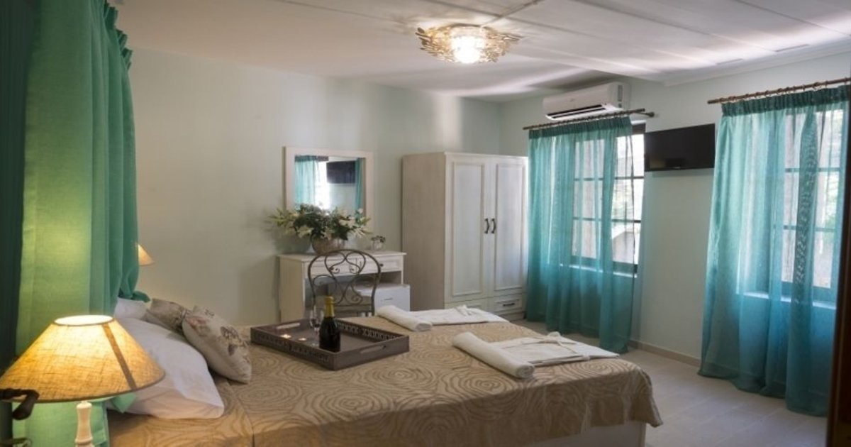 Elia Portou Rooms