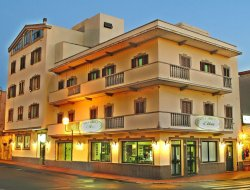 Porto Torres hotels with restaurants